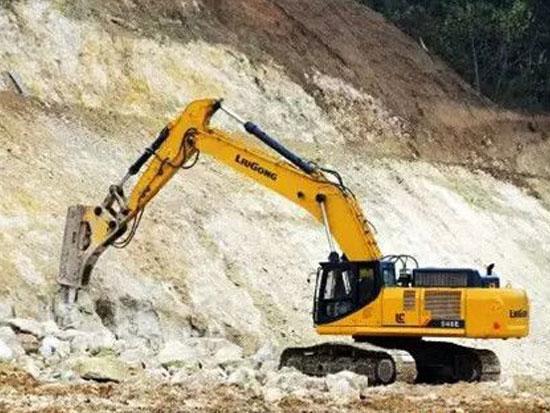 柳工948E挖掘机助力隧道工程