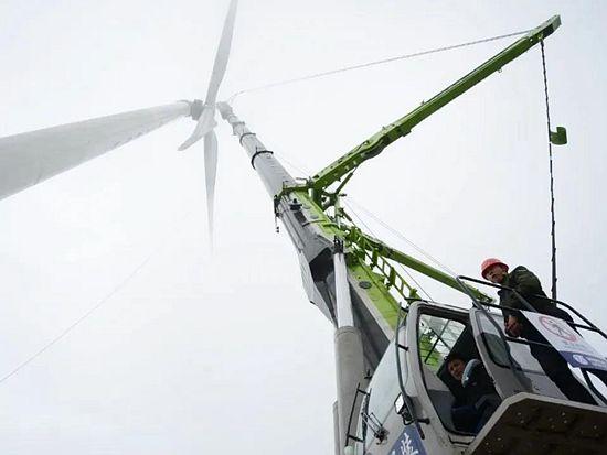 中联重科ZAT8000全地面起重机 精准助力雪峰山风电项目