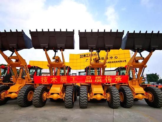 一批厦工XG956N轮式装载机昨正式交付广东一斗福公司