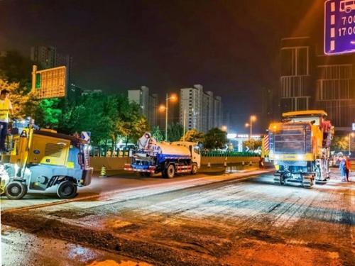 齐心协力! 徐工XM200K、XM503K铣刨机施工石家庄市政工程
