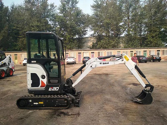真正原装进口的山猫E20小型挖掘机