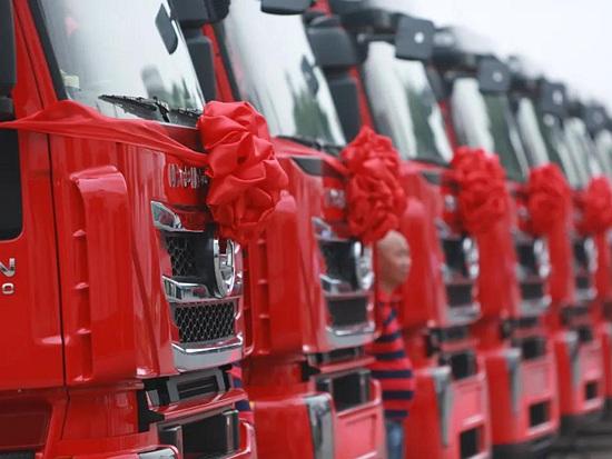 上汽红岩50辆牵引车交付越南市场 批量投入东南亚跨境物流运输