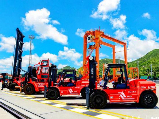 国内首创增程式超级电容混动堆高机在珠海交付!