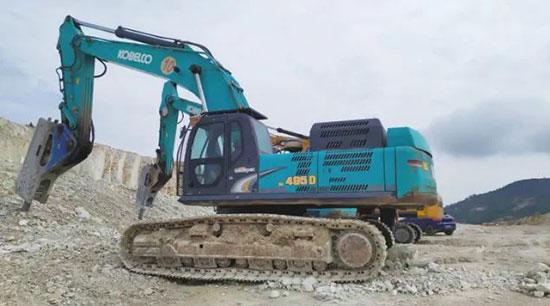 看神钢SK495D SuperX挖掘机如何进行破碎作业