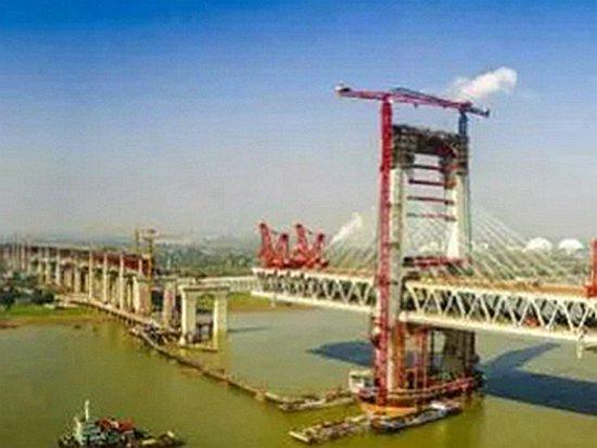 方圆SC100型井道施工升降机服役芜湖长江三桥项目