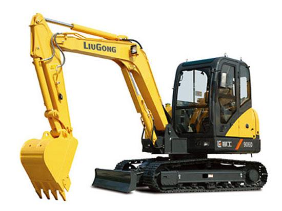 柳工906D挖掘机更换液压油的注意事项有哪些?