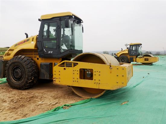 荒村焕新颜,山推多台机械在2000亩丘陵大展身手!
