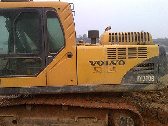 沃尔沃210挖机怎么样?我们来客观说一下它的使用感受!