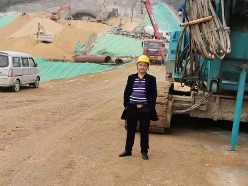 从事基础施工32年的老行家为山河智能旋挖钻机代言