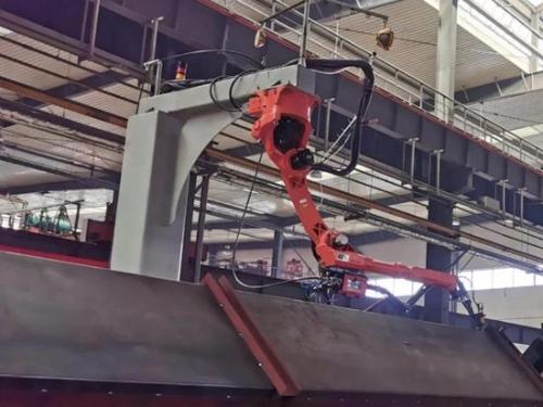 西筑公司自动化焊接机器人正式投入使用