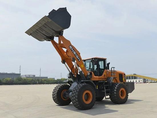 英轩大吨位产品丨可抵两台装载机的YX677HV装载机