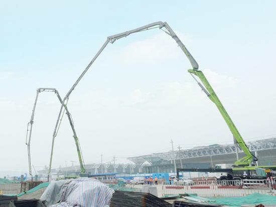 壮观!中联重科凌云系列67米泵车助力国家会展中心建设