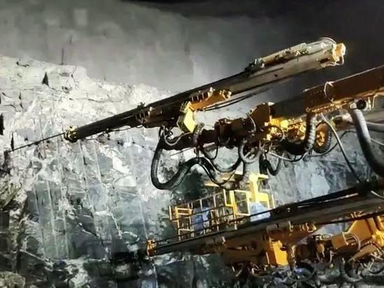 中东首秀,铁建重工凿岩台车助力阿联酋铁路建设