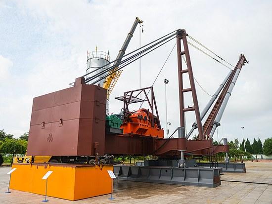 国内最大型号全回转桩机方圆FYJB240步履式多用途桩机正式下线