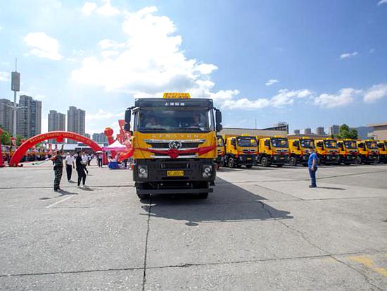 更安全、更智能、更环保 100辆红岩杰狮C500渣土车成功交付温州客户