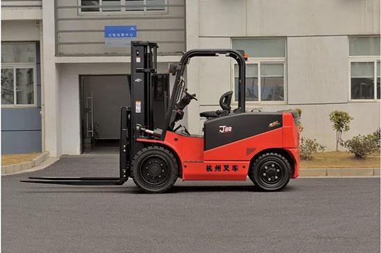 柴油叉车太贵就不要了,举重8.5吨,这款叉车受人喜爱