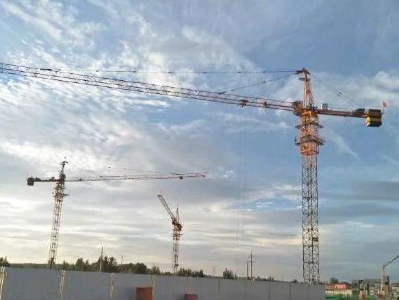方圆塔机完美适应机场附近工程施工