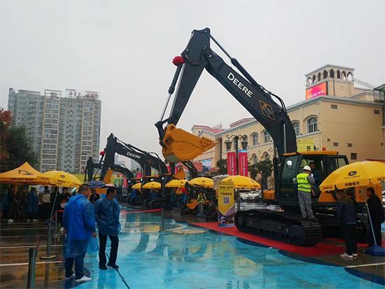 订机10余台!2020约翰迪尔新品展示会在陕西西安盛大召开