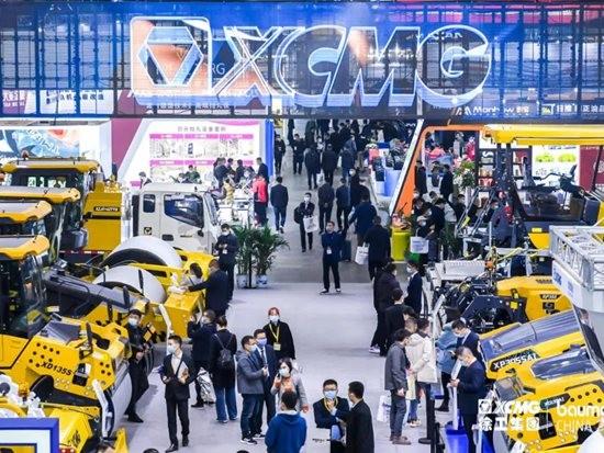 轰动行业!徐工5系列成套道路机械在上海宝马展荣耀发布!