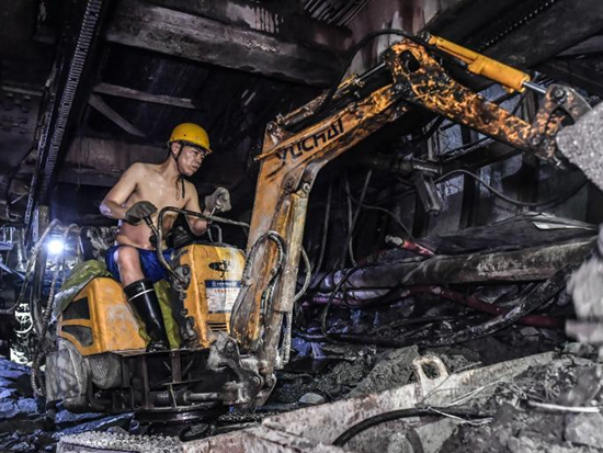 玉柴致敬!这是秦岭地下1840米的施工现场