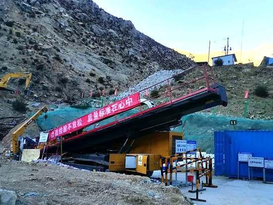 """徐工基础西藏装备团来了这位""""硬汉""""!"""