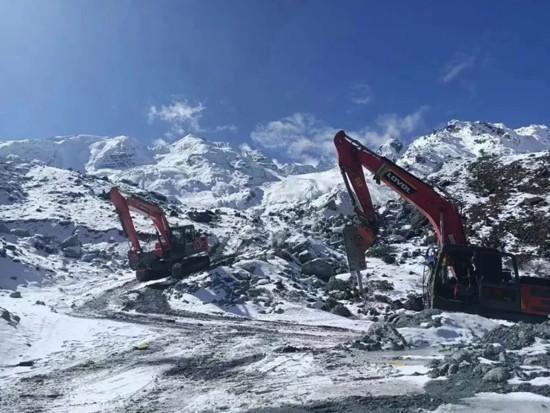 智能雷沃挖掘机冬季长期停放保养指南