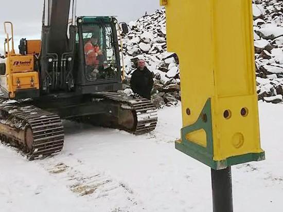 知识科普:冬季如何存放大型破碎锤?