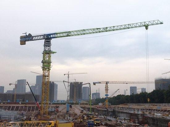 广州恒大足球场建设如火如荼 中联重科超大型塔机群加速助建