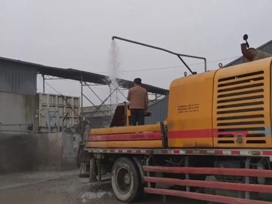 车载泵 混凝土堵住 泵工师傅全面洗泵 疏通泵体全过程!
