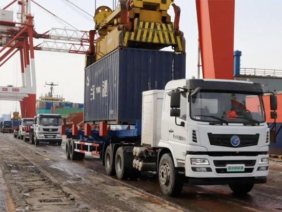 山东港口威海港启用新能源电动拖车,智慧绿色港口建设再提速