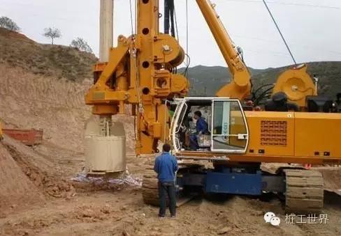 20岁机手月薪9000,一年买下一辆旋挖钻! 不得不服!