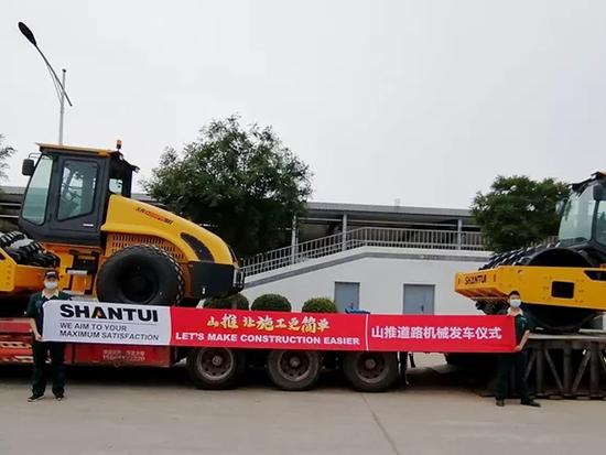 山推压路机批量发往中亚市场