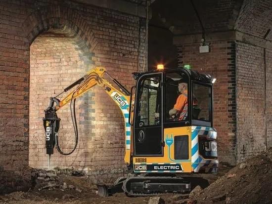 JCB 发布驾驶室版本电动微挖19C-1E