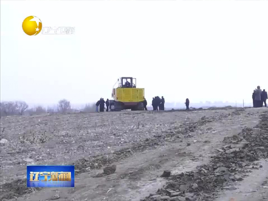 国内首台主动式多功能履带铲运机在沈阳试车成功