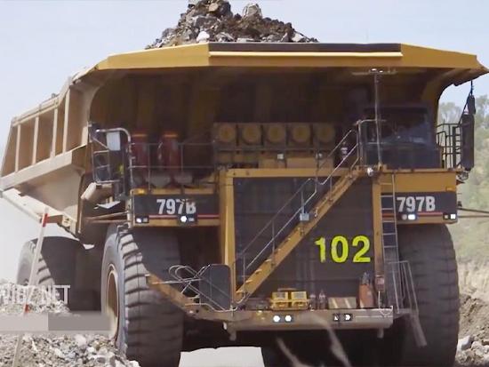 全球超大型矿用自卸卡车到底有多牛!工作效率太强了