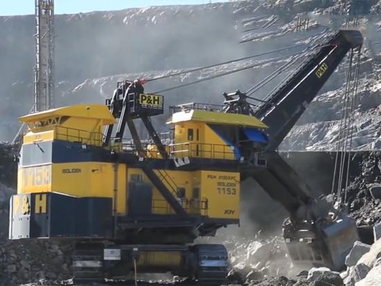 挖掘机的种类很多,矿山采掘机就是其中的一种