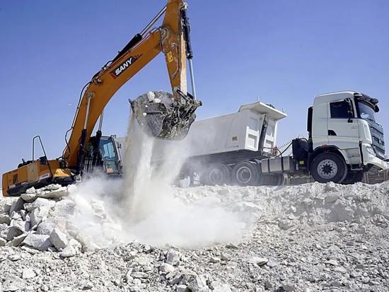 """三一重卡首批出口牵引车在科威特助力这一""""一带一路""""示范工程"""