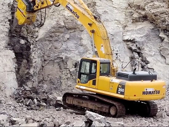 小松PC350LC破碎锤在开矿山