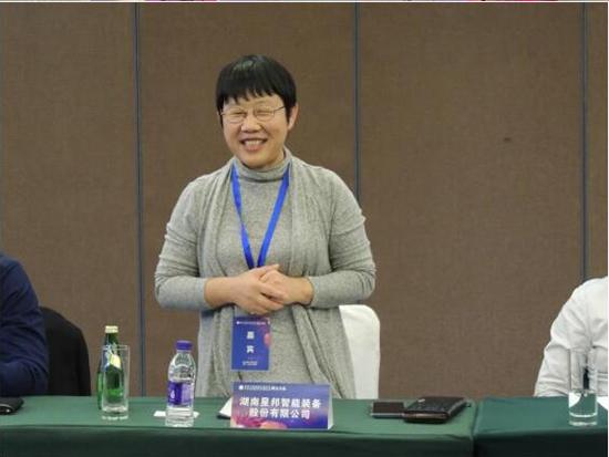 许红霞总经理当选首届中国工程机械工业协会中小企业服务工作委员会副会长