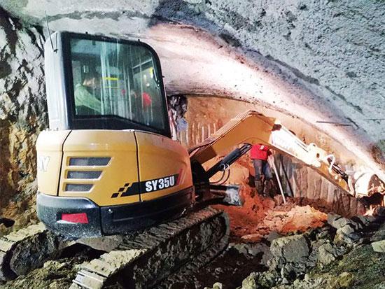 三一SY35U挖掘机成地铁施工新宠,无尾灵活施工高效!