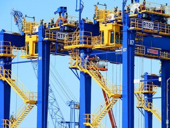 江苏太仓:港口机械设备出口订单回稳