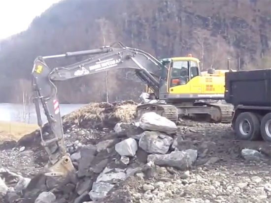 国外开挖机真舒服,流行的新款挖掘机作业效率都高
