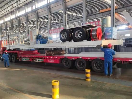 方圆集团移动式粉料集装箱灌装车顺利发货