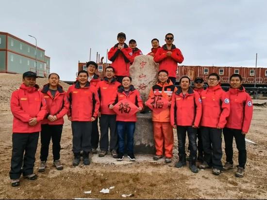 驰骋在南极冰盖上的柳工机械发来新春贺电
