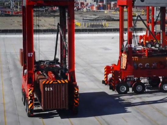 卡尔玛全自动跨运车作业于TraPac集装箱码头