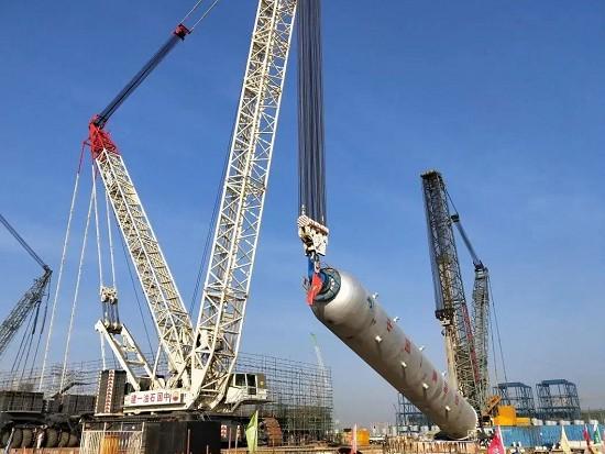 1200吨!广东石化柴油加氢Ⅱ反应器吊装就位