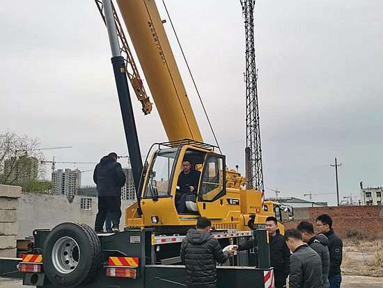 柳工网红25吨遇到一位较真的吊友,于是极限试吊开始了…