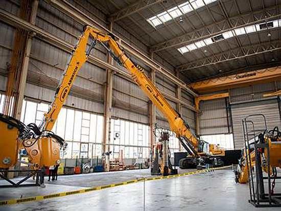 利勃海尔法国交付其最大的拆除挖掘机