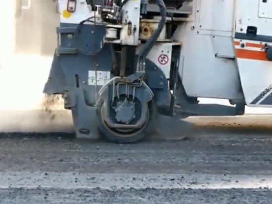 路面铣刨机,这铣刨沥青路面的效率真高