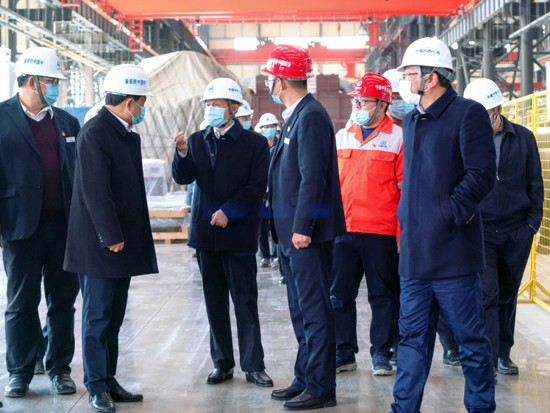 中国中铁总工程师孔遁到中铁装备开展实地调研